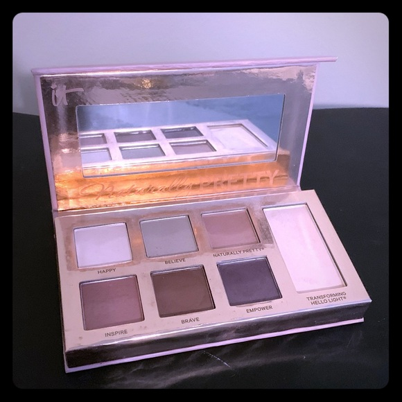 it cosmetics Other - It Cosmetics Naturally Pretty Must Haves Palette